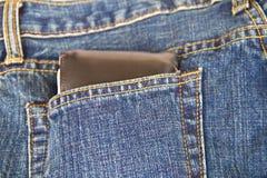 Portafoglio nero in una tasca dei jeans Immagine Stock Libera da Diritti