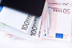 Portafoglio in pieno dell'euro Immagini Stock