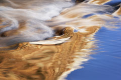 Portage-Nebenfluss-Reflexionen Stockfoto