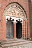 Portail de l eglise圣皮埃尔, Collonges la胭脂(法国) 图库摄影