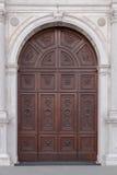 Portail de marbre dans le style de la Gothique-Renaissance du dôme dans Montagn Image stock