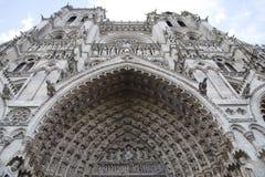 Portail principal entrant de cathédrale d'Amiens. images stock