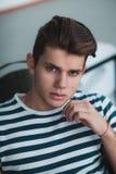 Portait моды молодого человека на положении Стоковая Фотография