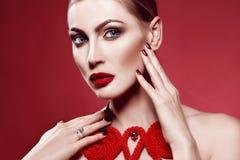 Portait студии красоты моды молодой женщины Стоковое Фото