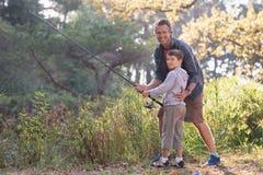 Portait de la pêche de père et de fils Image stock