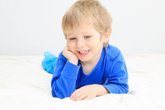 Portait de sorriso do rapaz pequeno Foto de Stock Royalty Free