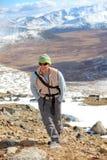 Portait dell'uomo in montagne Immagini Stock Libere da Diritti