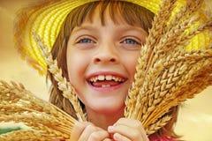 Portait della ragazza nel giacimento di grano Immagine Stock Libera da Diritti