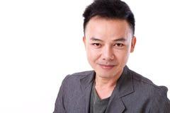 Portait des überzeugten, glücklichen, positiven asiatischen Manngesichtes Stockfotos