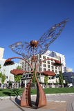 Portal av evolutionskulptur i den i stadens centrum plazaen, Reno, Nevada Royaltyfri Foto
