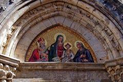 Portal av kyrkan i Sovana, Tuscany royaltyfria foton