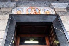 Portal av kyrkliga Santuario di Patentlösning Signora arkivbilder