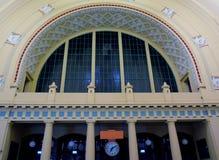 Portal av Wilson Station i Prague Royaltyfri Fotografi