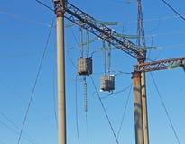 Portal de alta tensão da subestação elétrica e barreira do HF foto de stock