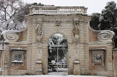 Portal de Celimontana del chalet bajo nieve Imagen de archivo libre de regalías