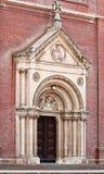 Portal de la catedral católica en Äakovo, Croatia Foto de archivo libre de regalías