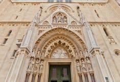 Portal de la catedral de Zagreb (XVIII c ) Croacia fotografía de archivo