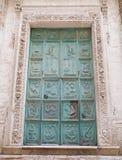 Portal de la iglesia del purgatorio. Monopoli. Apulia. imagen de archivo