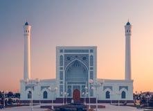 Portal de la mezquita en la puesta del sol Fotografía de archivo
