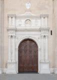 Portal del mármol en el estilo del Gótico-renacimiento de la bóveda en Montagn Imagen de archivo libre de regalías