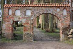 Portal do cemitério em Kiesow bruto, Meclemburgo-Pomerania, Alemanha imagens de stock royalty free