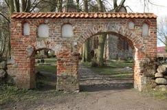 Portal do cemitério em Kiesow bruto, Meclemburgo-Pomerania, Alemanha foto de stock royalty free