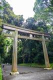 Portal drewniana bramy świątynia, Torii Meiji Jingu świątynia w Centr Obraz Royalty Free