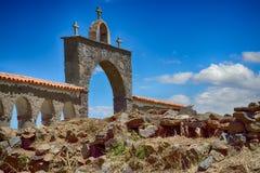 Portal med kors i himlen Arkivfoto