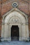 Portal medieval de la iglesia Fotos de archivo