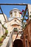 Portal und Treppe des orthodoxen Klosters Lizenzfreies Stockfoto