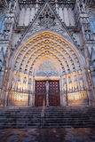 Portale gotico alla cattedrale di Barcellona Fotografie Stock