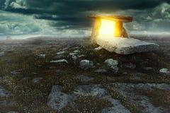 Portale magico in una terra misteriosa Immagine Stock