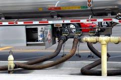 Portando gas alle stazioni fotografie stock