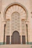 Portar av den Hassan II moskén som lokaliseras i Casablanca royaltyfri fotografi