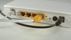 Portar för internetrouterbaksida: Ethernet makt, linje arkivfilmer