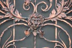 Portar in i borggården, portsikt från gatan Royaltyfri Fotografi