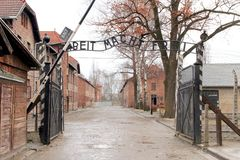 Portar till den Auschwitz Birkenau koncentrationsläger Royaltyfri Foto