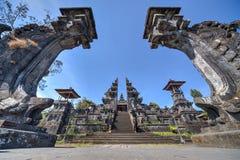 Portar till den Pura Besakih Balinese templet royaltyfri bild