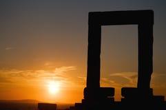Portara en la puesta del sol Imágenes de archivo libres de regalías