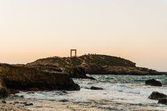 Portara på ön av Naxos, Grekland Royaltyfria Bilder