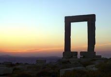 Portara port i den Naxos ön Arkivfoto