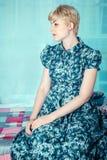 Portarit piękna dziewczyna w profilu zdjęcie royalty free
