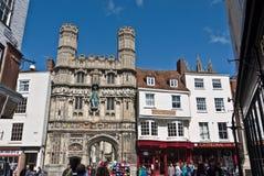Portarna av den Canterbury domkyrkan och Buttermarket Arkivfoton