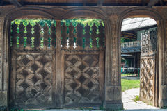 Portas à casa de campo na vila do ar livre em Bucareste Fotografia de Stock