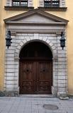 Portas antigas na cara Rua na cidade de Lviv Ucr?nia imagem de stock royalty free