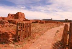 Portas ao povoado indígeno dos Pecos fotografia de stock royalty free