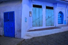 Portas azuis em Chaouen Marrocos Imagens de Stock Royalty Free