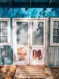 Portas brancas velhas Textura de madeira Fotos de Stock Royalty Free