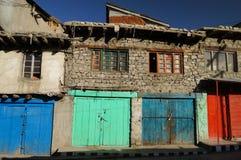 Portas coloridas em Kargil, Ladakh, Índia Fotografia de Stock