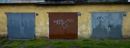 Portas da garagem Fotografia de Stock Royalty Free